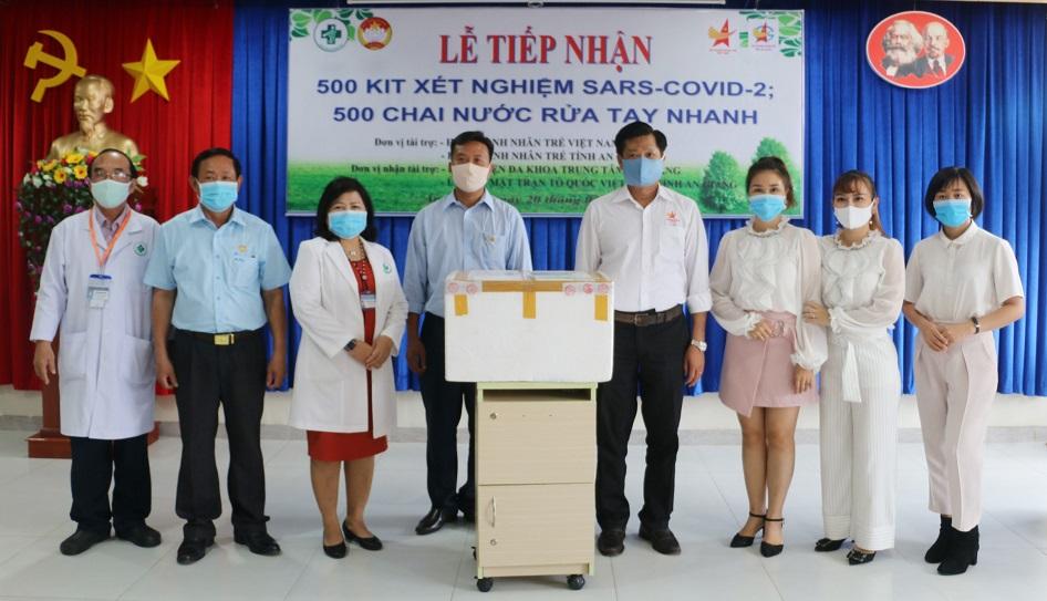 Tiep-nhan-kit-thu-covid-2.jpg