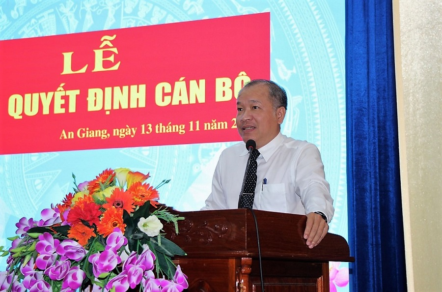 Trao-quyet-dinh-canbo-3.jpg